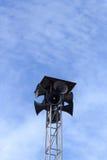 Le haut-parleur bruyant à noter en ciel bleu Photographie stock