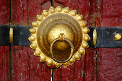 Le heurtoir en bronze images stock