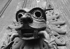 Le heurtoir en bronze célèbre de sanctuaire sur la porte du nord de la cathédrale de Durham image libre de droits
