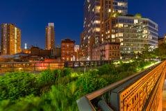 Le Highline près de la 10ème avenue et de la 17ème rue au crépuscule, Chelsea, New York City Image libre de droits