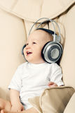 Le hild et les écouteurs Image stock