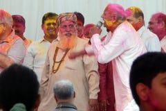 Le hindus indien célèbrent Holi ou festival indou indien de couleurs un événement annuel Photo stock