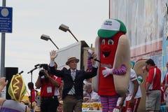 Le hot-dog 2015 célèbre du Nathan mangeant la partie 40 de concours Images libres de droits