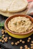 Le houmous, les repas quotidiens en Israël a fait à partir des pois chiches et de l'ingredi photos libres de droits