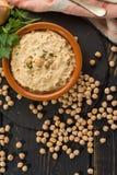 Le houmous, les repas quotidiens en Israël a fait à partir des pois chiches et de l'ingredi photos stock