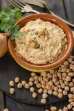 Le houmous, les repas quotidiens en Israël a fait à partir des pois chiches et de l'ingredi image stock
