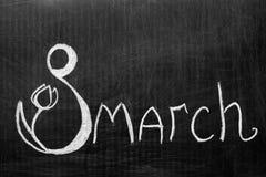 Le huitième mars écrit sur le tableau Photos stock