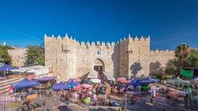 Le hyperlapse de timelapse de porte de Damas est l'une des sorties de ville les plus serrées à Jérusalem banque de vidéos