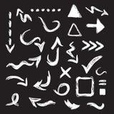 Le icone curvy nere delle frecce della direzione progettano l'insieme di elementi su fondo bianco illustrazione di stock