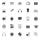 Le icone di hobby con riflettono su fondo bianco Fotografie Stock