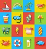 Le icone piane della festa viaggiano, simboli dell'estate, svago del mare Immagine Stock
