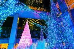 Le illuminazioni si accendono al centro commerciale del Caretta nel distretto di Shiodome, Odaiba, Giappone Immagine Stock Libera da Diritti