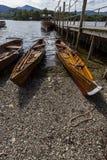 Le imbarcazioni a remi sulla riva di Derwent innaffiano, Keswick Immagini Stock