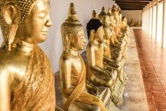 Le immagini di Buddha hanno messo l'immagine a sedere di Buddha Fotografia Stock