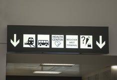 Le informazioni cantano nell'aeroporto internazionale di Vienna immagine stock