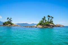 Le isole tropicali della roccia, Rio fanno Janeiro. Il Brasile. Il Sudamerica. Fotografie Stock Libere da Diritti