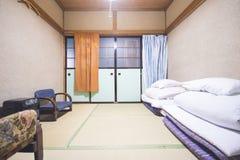 LE JAPON - 19 FÉVRIER 2016 : chambre à coucher traditionnelle de style japonais Photographie stock