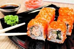 Le Japonais roule avec le caviar de masago Image libre de droits