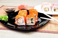 Le Japonais roule avec le caviar de masago Images stock