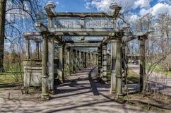 Le jardin accrochant dans Catherine Park dans Tsarskoye Selo Images libres de droits