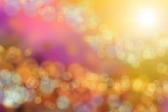 le jardin de lueur avec la lumière du soleil brouille le fond de bokeh Images stock