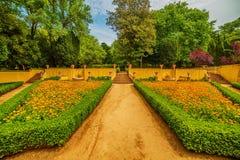 : le jardin du couvent et du palais royaux du palais de Mafra, baroque et néoclassique, monastère photographie stock libre de droits