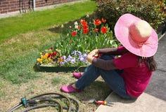 Le jardinier ont un repos Photo libre de droits
