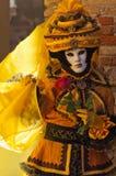 Le jaune noir a masqué la femme 2 Image stock