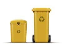 Le jaune réutilisent des poubelles Photos libres de droits