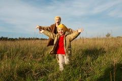 Le jaune recouvre des gnomes Photographie stock libre de droits