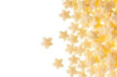 Le jaune tient le premier rôle des flocons d'avoine d'isolement sur le fond blanc, cadre décoratif avec l'espace de copie Photographie stock