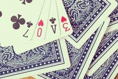Le jeu de carte de tisonnier s'chargent du texte d'amour Photographie stock libre de droits