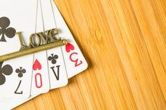 Le jeu de carte de tisonnier s'chargent du texte d'amour Image libre de droits