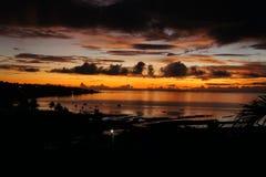 Le jeu de la lumière au coucher du soleil au-dessus de la surface du Golfe de l'Océan Indien près de l'île de Rodriguez image libre de droits