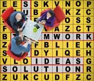 Le jeu de mots croisé de succès exprime le concept de jeu d'accomplissement Image stock