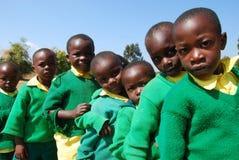 Le jeu des enfants de jardin d'enfants du village de Pomerini-Tan Images stock