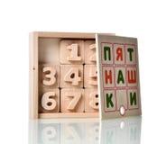 Le jeu en bois de jouet d'éducation pour des enfants avancent apprendre une image photos libres de droits