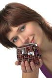 Le jeune beau femme retient un vase Photos libres de droits