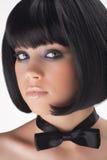 Le jeune brunette dans le type d'un rétro Photographie stock libre de droits