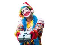 Le jeune comédien drôle de clown d'isolement sur le blanc photos stock