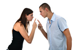 Le jeune couple dirige des doigts à l'un l'autre a isolé Images libres de droits