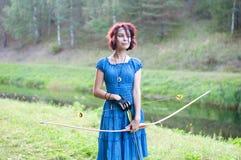 Le jeune et bel elfe marche la couleur créative, tonalité à la mode photographie stock