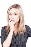 Le jeune femme attirant a étonné des huées de geste Images stock