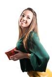 Le jeune femme heureux avec le cadre de cadeau sur le blanc a isolé Photo stock