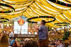 Le jeune garçon célèbre Oktoberfest Images libres de droits