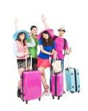 Le jeune groupe apprécient des vacances d'été et voyagent Photos stock