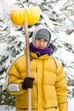Le jeune homme avec la neige poussent Image stock