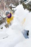 Le jeune homme avec la neige poussent Photo libre de droits