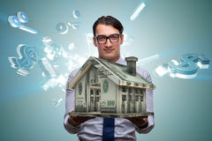 Le jeune homme d'affaires bel dans le concept d'hypothèque Photographie stock