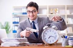 Le jeune homme d'affaires dans le concept de gestion du temps photo stock